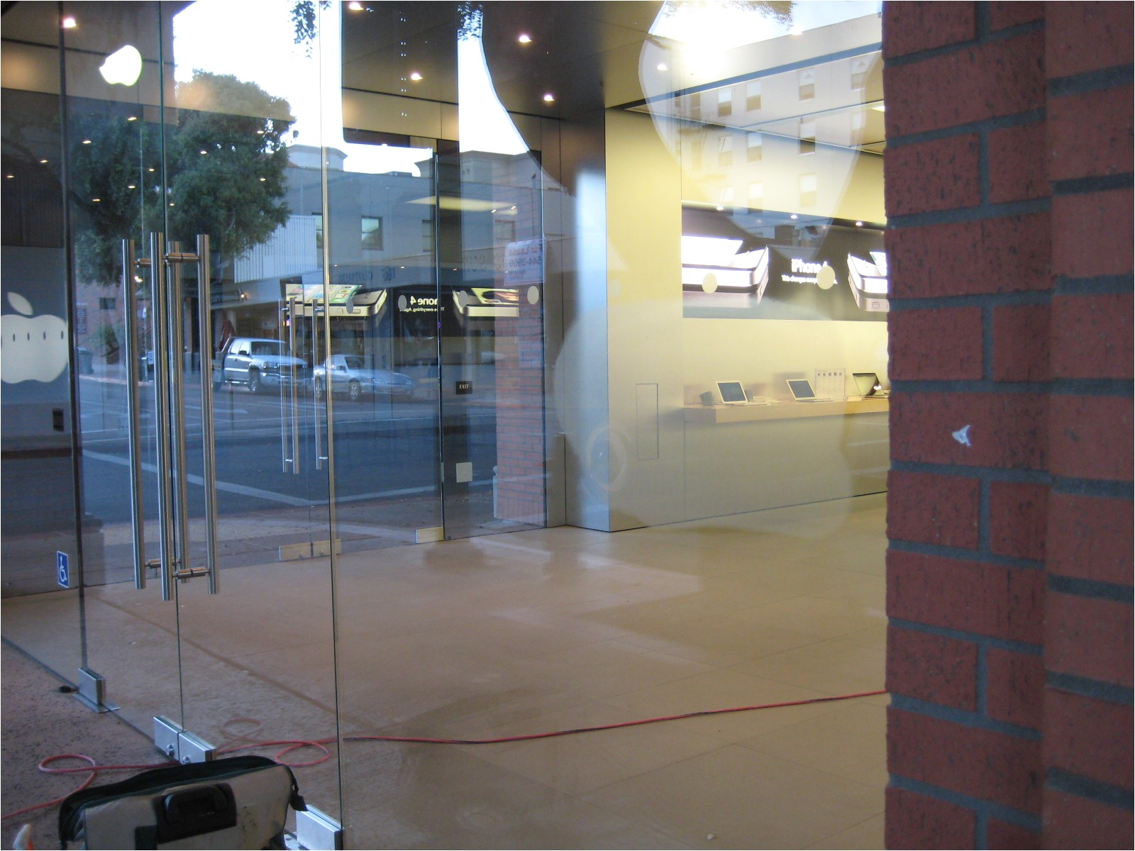 Dulles Glass and Mirror Coupon Store Glass Gummigranulat Mikroplast