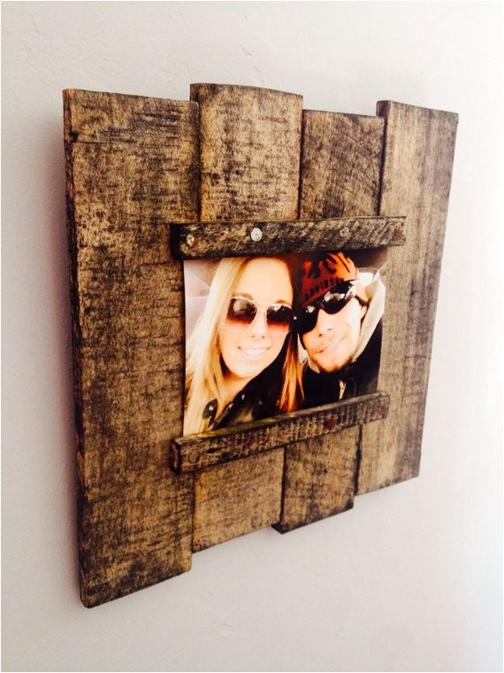 reclaimed wood pallet picture frame