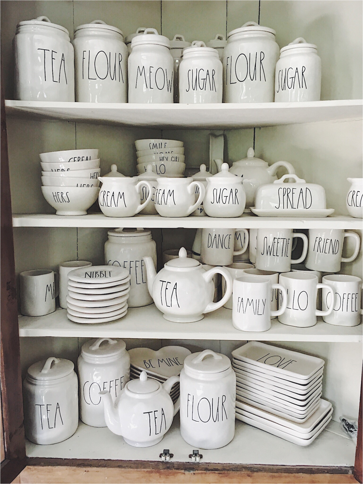 six tips for finding rae dunn pottery